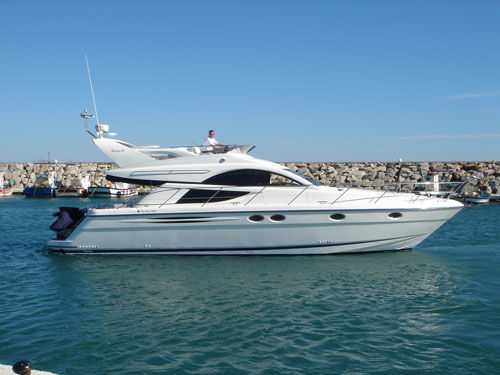 Fairline Phantom 46. Built: 2005; Length over all: 14.59 m; Beam: 4,32 m ...