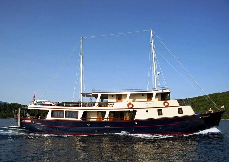Leonardo cabin charter cruising vessels charter in Cabin charter croatia