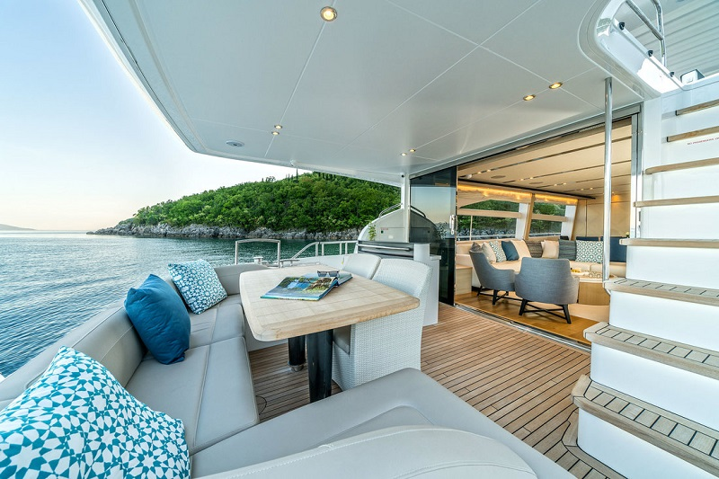 Outdoor sitting area at the stern deck