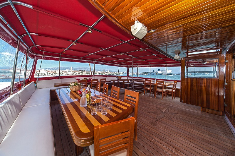 Dining on stern deck