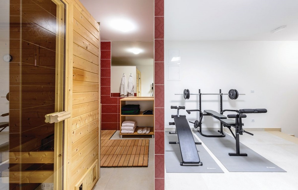 Sauna and fitness room
