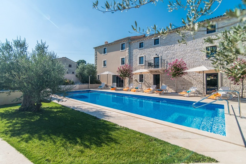 Villa Lorela with pool